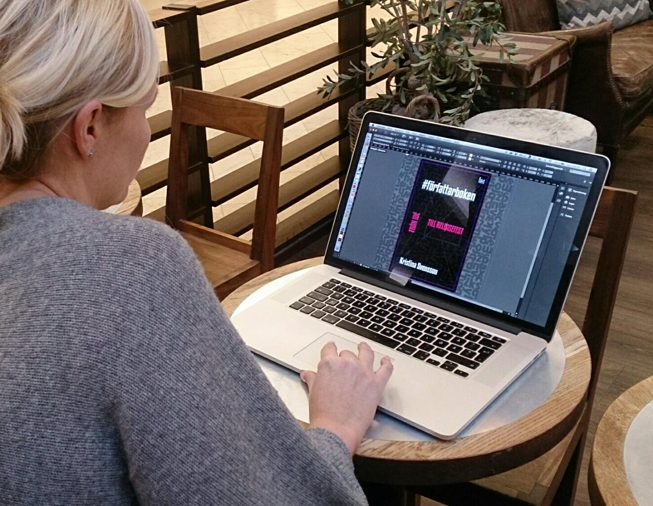 nina-larsdotter-designar-bokomslaget