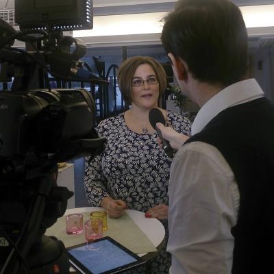 Kristina Svensson blir intervjuad