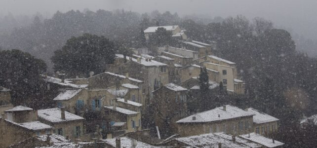 Månadens bild: snö över Ménerbes
