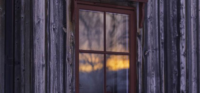 Månadens bild mars 2019: solnedgång i fönster